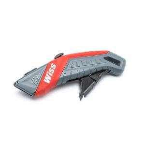Safety knife auto retracting